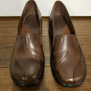 Brown Clarks Size 8M